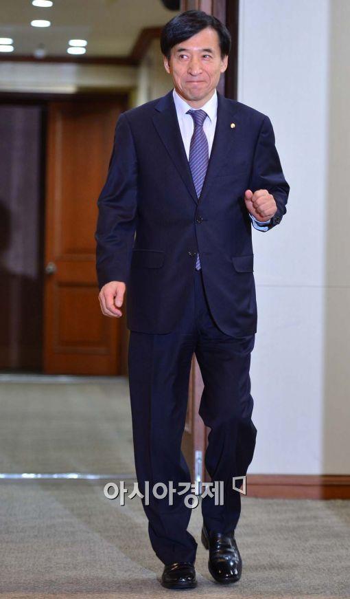 [포토]경제동향간담회 참석하는 이주열 총재