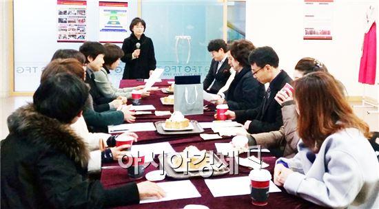 호남대학교 의상디자인학과(학과장 김지연)는 12월 17일 복지관 1층 TFG실에서 '2015년 제1차 산학협력협의회'를 실시했다.