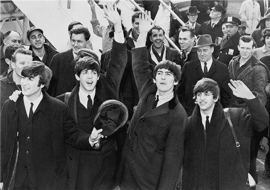 존 F. 케네디 공항에 도착한 비틀즈(사진 위키피디아).