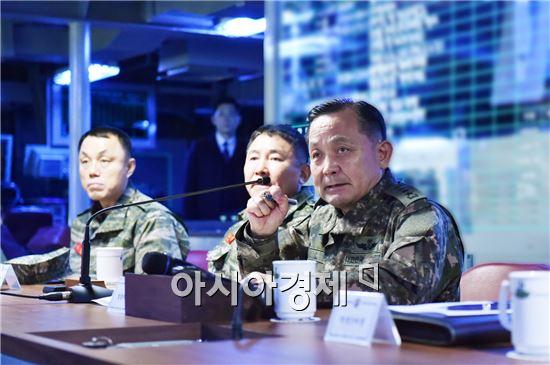 합동참모본부는 9일 북한의 5차 핵실험에 대응해 이순진 합참의장이 주관하는 긴급 작전지휘관 회의를 화상으로 개최하고 군사대비태세를 점검했다고 밝혔다.