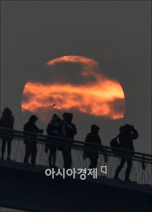 [포토]병신년 새해 첫 일출, 구름사이 영롱한 서광