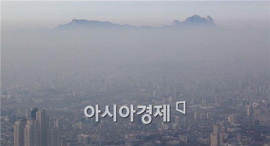 미세먼지로 뒤덮인 서울 하늘<자료=아시아경제 DB>