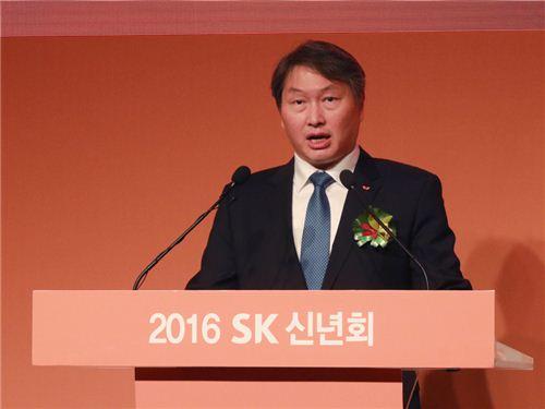 ▲서울 광장동 워커힐 호텔에서 열린 2016년 SK신년회에서 최태원 회장이 신년사를 하고 있다.