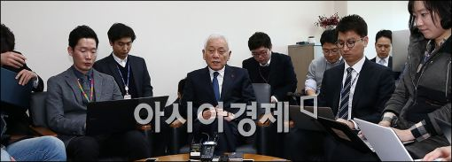 [포토]기자들 만나는 김한길 무소속 의원