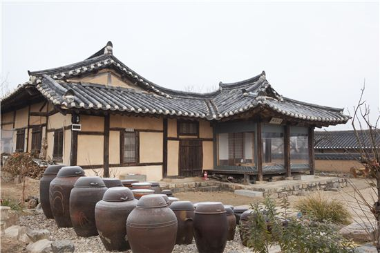 승정원 우승지 대사간 안동부사를 지낸 지산 류지영 선생이 1841년에 분가시 분재 받았다는 지산고택.