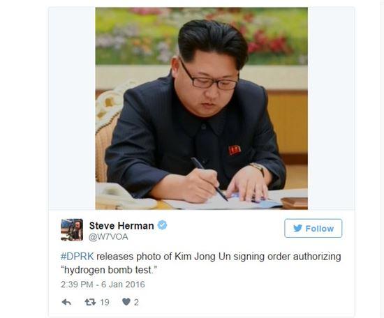 북한 4차 핵실험 관련 문건에 사인하는 김정은 북한 국방위원회 제1위원장.(사진출처:스티브 허만 트위터)