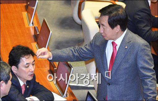 [포토]머리 잡힌 국회의원