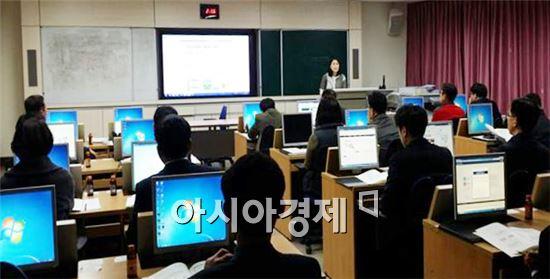 전라남도교육청(교육감 장만채)은 8일 전라남도교육연구정보원에서 본청 신규 전입자를 대상으로 교육정보통계시스템(EDS) 교육을 실시했다.