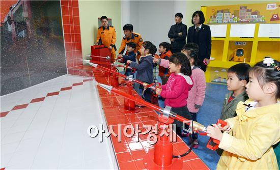광주광역시청사 1층 시민숲에 자리한 안전체험관이 어린이 안전체험 교육장으로 자리매김하고 있다.