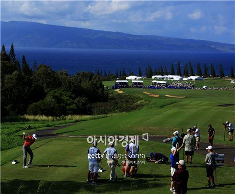 조던 스피스가 현대토너먼트 셋째날 18번홀에서 티 샷을 하고 있다. 카팔루아(美 하와이주)=Getty images/멀티비츠