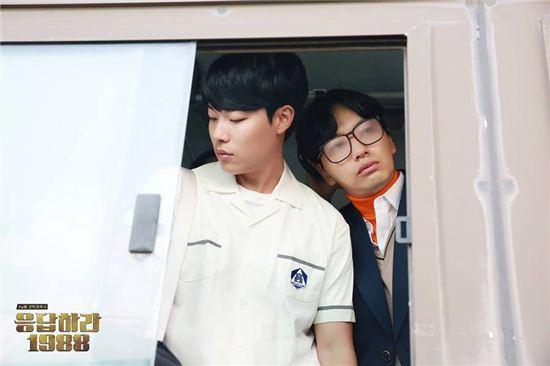 '응팔' 류준열 이동휘 / 사진=tvN '응답하라 1988' 공식 페이스북