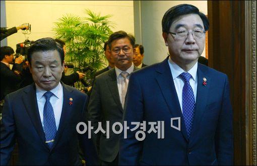 [포토]굳게 입다문 이기권 노동부 장관
