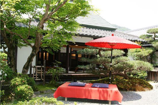 오하라라는 산골 마을의 세료는 산채를 중심으로 한 음식을 선보인다.