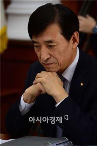 [3월 중앙은행의 선택]이주열 한은 총재, 동결과 인하 '끝없는 저울질'
