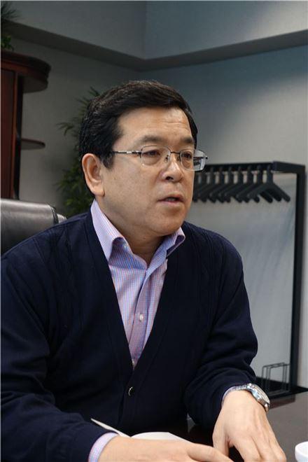 박진우 현대모비스 북미 법인장이 올해 북미 자동차 시장 현황과 앞으로의 생산 영업 계획 등에 대해 이야기를 하고 있다.