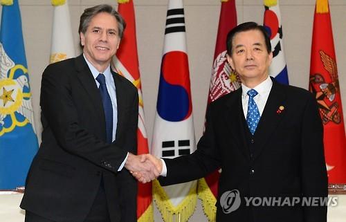 블링큰 부장관(왼쪽)은 20일 서울 국방부 청사에서 한민구 국방부 장관을 만나 '북핵 대응' 방안을 논의했다.(사진출처:연합뉴스)