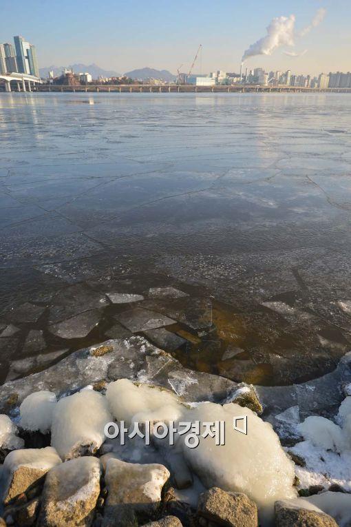 [포토]얼음 언 한강둔치