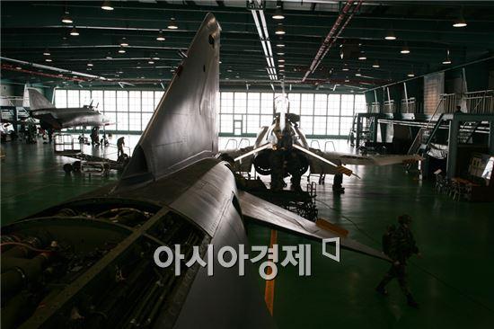 국내 방위산업은 1948년 국방부가 육군특별부대 산하에 육군병기공장을 창설하면서 출발했다.