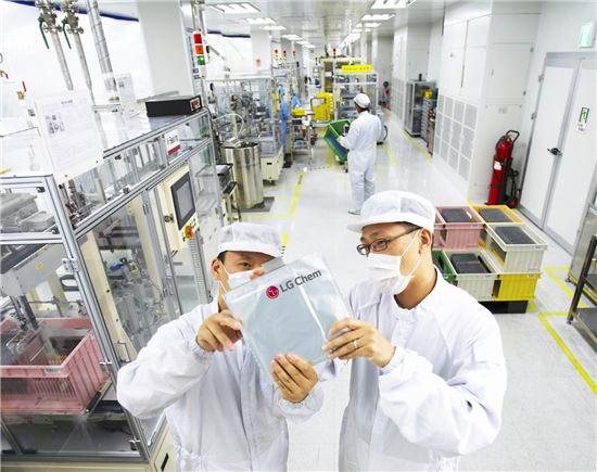 LG화학의 오창공장 배터리 생산라인
