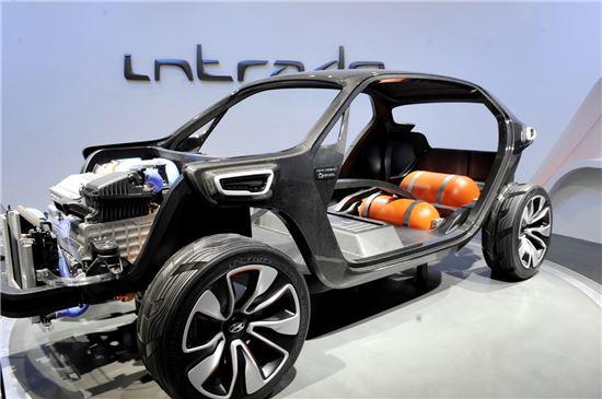 효성의 탄소섬유 '탄섬'이 적용된 현대자동차의 콘셉트카 인트라도 프레임