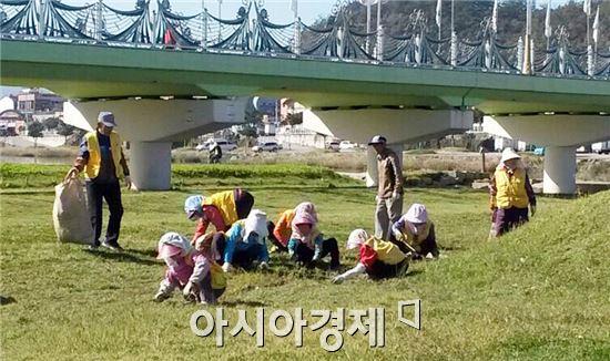 장흥군(군수 김성)은 올해 총 12개 분야에서 1,051명의 노인에게 일자리를 제공한다.