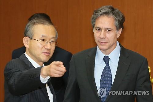 임성남 외교부 제1차관(왼쪽)과 토니 블링컨 미 국무부 부장관. (사진: 연합뉴스)