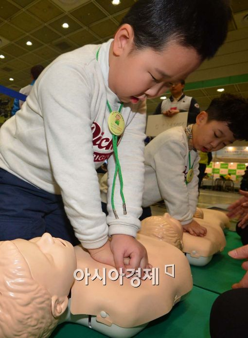[포토]심폐소생술 배워요