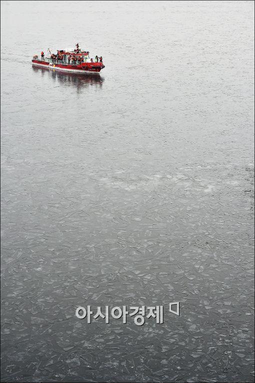 [포토]긴급 한강 쇄빙 작업