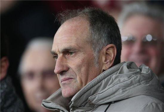 프란체스코 귀돌린 감독이 19일 리버티스타디움에서 열린 스완지시티와 왓포드의 정규리그 경기를 관중석에서 지켜보고 있다, 사진=스완지시티 공식 홈페이지