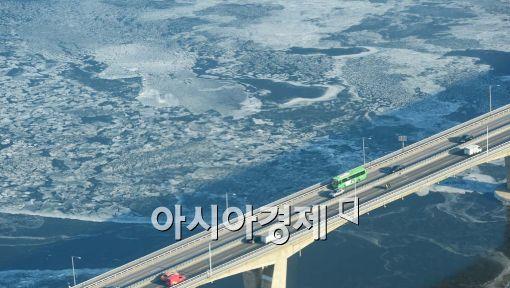 [포토]한강 얼음 꽁꽁