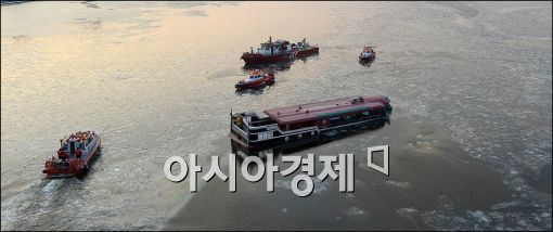 [포토]침수된 한강 유람선