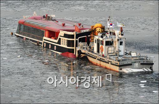 [포토]한강유람선 침수
