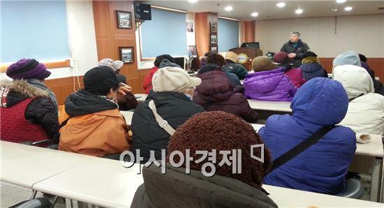 장흥군은 지난 23일 토요시장 상인회 사무실에서 참여자의 사전 교육을 실시했다.