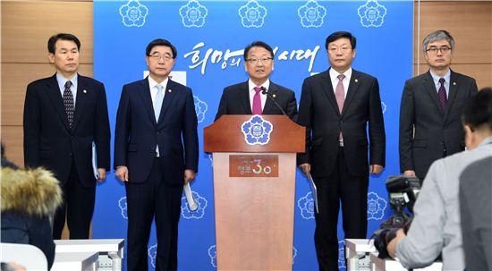 """유일호 """"개혁은 법으로 완성""""…경제·노동법 조속 통과 호소(상보)"""