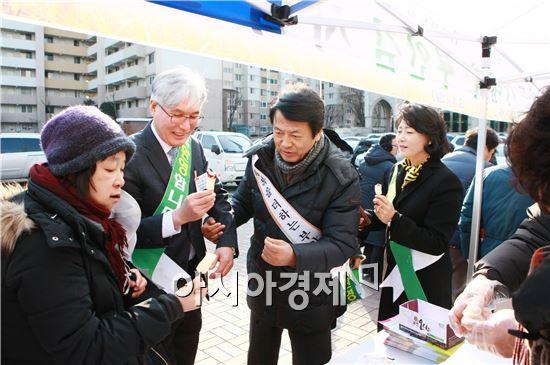 부안군은 1월 31일 서울 명성교회에서 설맞이 부안군 농·특산품 홍보행사를 개최해 큰 호응을 얻었다.