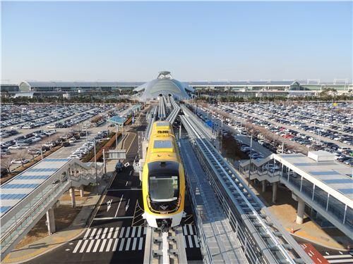 ▲인천국제공항~용유역 구간에서 운행되는 현대로템 자기부상열차