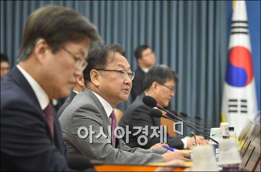 """유일호 """"성과연봉제 확대하는 공공기관에 최대 50% 추가성과급"""""""