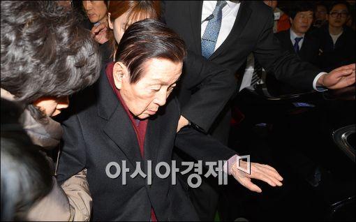 """신격호, 서울대병원서 퇴원…""""정신감정 강력히 거부"""""""