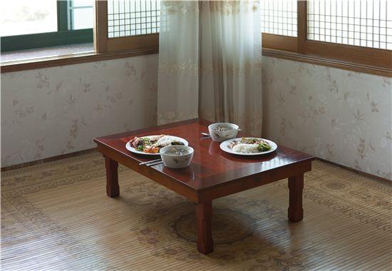 친척집에 머무는 듯 편안한 초롱민박의 안채 2층에서 여러 날 아침밥을 먹었다.