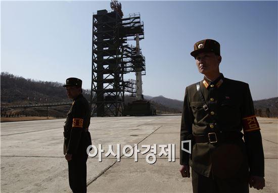 북한이 지난달 6일 4차 핵실험에 이어 한 달 만에 국제사회를 상대로 대형 도발을 감행한 것으로, 한반도 위기 수준을 한층 높일 것으로 보인다.