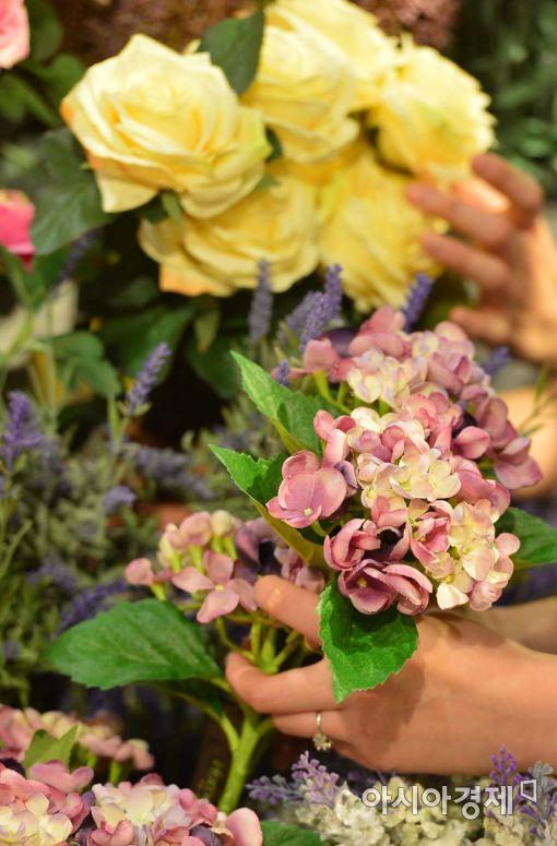 [포토]'봄을 부르는 손길'