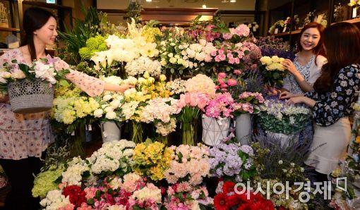 [포토]형형색색 꽃 장식으로 봄준비 하세요