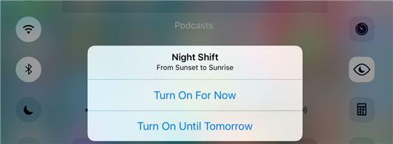 나이트 시프트 모드는 야간 시간에 블루 라이트를 감소시키고 화면을 노랗게 만들어 눈의 피로를 줄여주는 기능이다. (사진 : 나인투파이브맥)