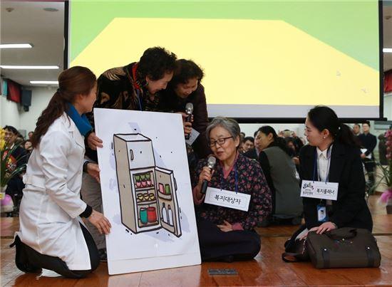 최현자(72), 박정신(67) 할머니 역할극 장면
