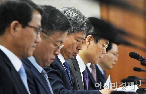 [포토]고개숙인 황부기 통일부 차관