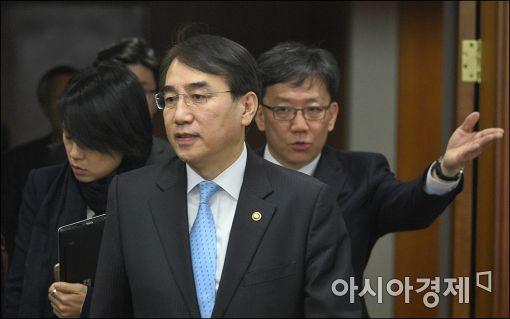 [포토]이석준 국무조정실장, 개성공단 관련 회의 참석