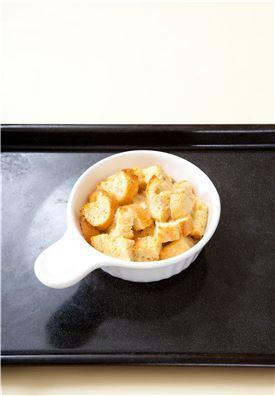 4. 200℃로 예열한 오븐에 10분 정도 구운 다음 쿠킹포일을 덮고 10분 정도 더 굽는다.