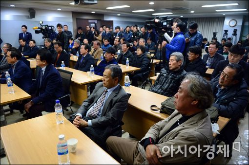 [포토]심각한 개성공단 입주기업 대표들