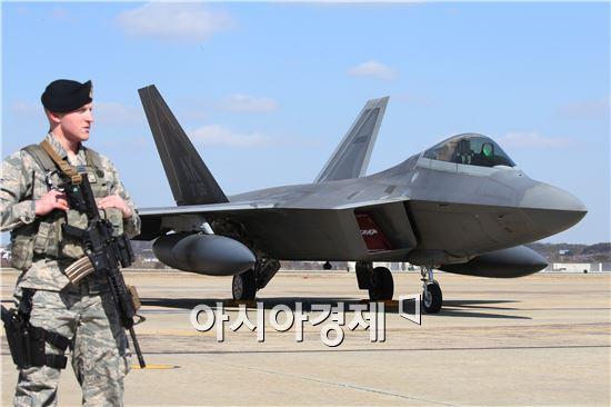 최근 한반도에 위용을 드러낸 F-22