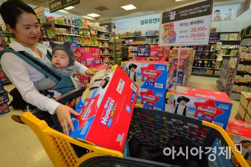 [최저가 유목민]소비자·유통업계, '스마트 쇼핑' 기싸움